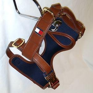 Tommy Hilfiger medium adjustable dog harness